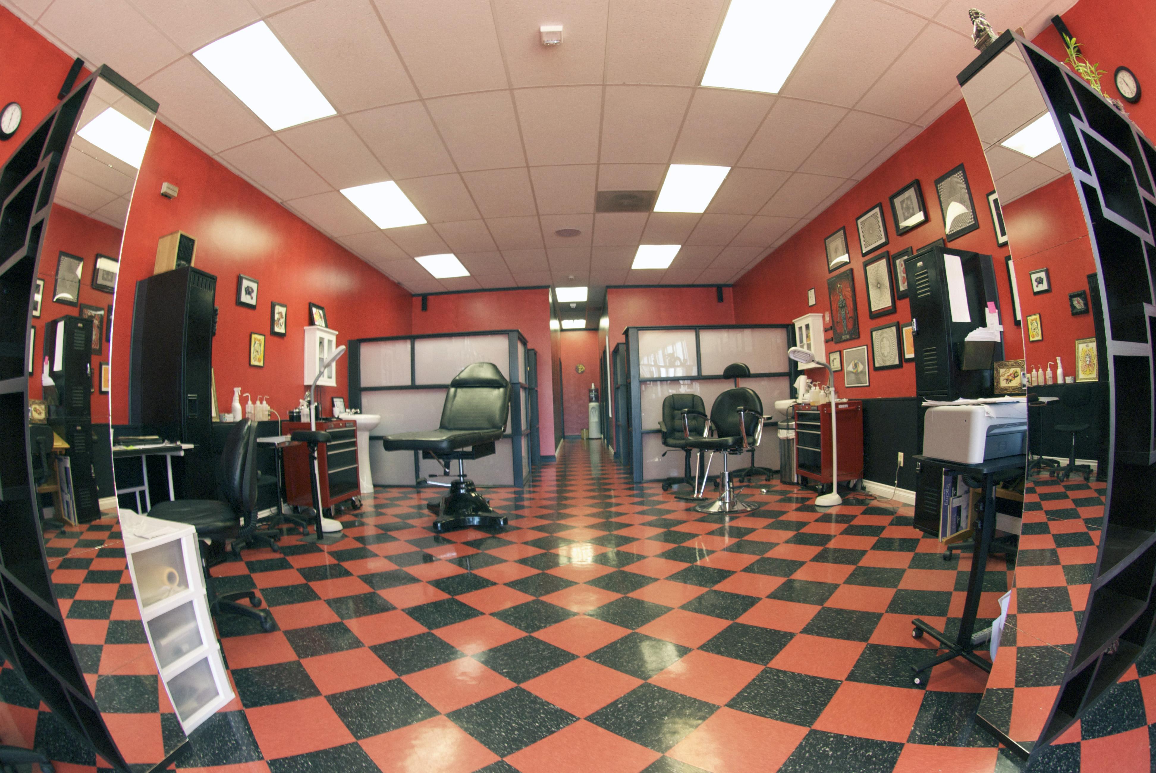 Tattoo parlor 30041